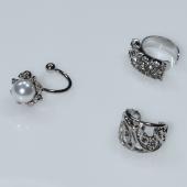 Σκουλαρίκια (σετ τρία μαζί) φο μπιζού ορείχαλκος ear cuffs χωρίς τρύπα που γαντζώνουν στο αυτί με πέρλες και λευκούς κρυστάλλους σε ασημί χρώμα BZ-ER-00595 Εικόνα 2