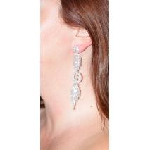 Σκουλαρίκια φο μπιζού μακριά με κρυστάλλους σε ασημί χρώμα BZ-ER-00300 φορεμένο στο αυτί