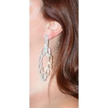 Σκουλαρίκια φο μπιζού μακριά με κρυστάλλους σε ασημί χρώμα BZ-ER-00302 φορεμένο στο αυτί
