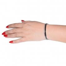 Βραχιόλι ατσάλινο (stainless steel) με κρυστάλλους σε ασημί και μαύρο χρώμα BZ-BR-00324 εικόνα 3 φορεμένο