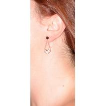 Σκουλαρίκια ατσάλινα (stainless steel) καρδιές με κρυστάλλους σε ροζ χρυσό χρώμα BZ-ER-00342 φορεμένο στο αυτί