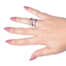 Δαχτυλίδι φο μπιζου με κρυστάλλους σε απαλό χρυσό χρώμα BZ-RG-00262 φορεμένο στο δάχτυλο