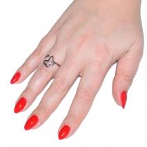 Δαχτυλίδι ατσάλινο (stainless steel) πεταλούδα σε ασημί χρώμα BZ-RG-00272 εικόνα 2 φορεμένο