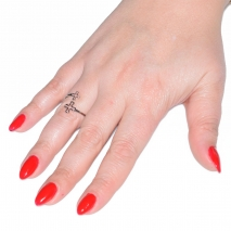 Δαχτυλίδι ατσάλινο (stainless steel) σταυροί σε ασημί χρώμα BZ-RG-00275 εικόνα 2 φορεμένο