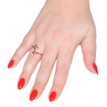 Δαχτυλίδι ατσάλινο (stainless steel) σταυροί σε ροζ χρυσό χρώμα BZ-RG-00276 εικόνα 2 φορεμένο