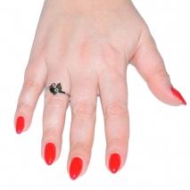 Δαχτυλίδι ατσάλινο (stainless steel) πεταλούδα σε ασημί χρώμα με κρυστάλλους BZ-RG-00285 εικόνα 2 φορεμένο