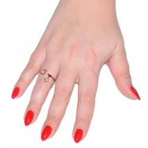 Δαχτυλίδι ατσάλινο (stainless steel) καρδιά σε ροζ χρυσό χρώμα με κρυστάλλους BZ-RG-00286 εικόνα 2 φορεμένο