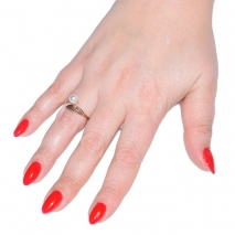 Δαχτυλίδι ατσάλινο (stainless steel) φύλλο σε ροζ χρυσό χρώμα με πέρλες BZ-RG-00288 εικόνα 2 φορεμένο