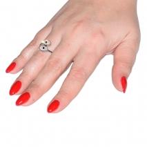 Δαχτυλίδι ατσάλινο (stainless steel) ματάκι σε ασημί χρώμα με κρυστάλλους BZ-RG-00289 εικόνα 2 φορεμένο