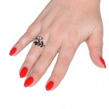 Δαχτυλίδι ατσάλινο (stainless steel) ματάκι και φύλλο σε ασημί χρώμα με κρυστάλλους BZ-RG-00296 εικόνα 2 φορεμένο