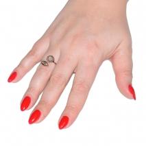 Δαχτυλίδι ατσάλινο (stainless steel) ματάκι σε ροζ χρυσό χρώμα με mother of pearl BZ-RG-00297 εικόνα 2 φορεμένο