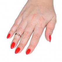 Δαχτυλίδι ατσάλινο (stainless steel) καρδιά σε ροζ χρυσό χρώμα με κρυστάλλους BZ-RG-00300 εικόνα 2 φορεμένο