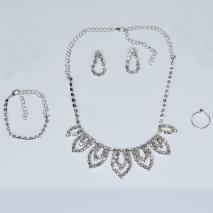 Κολιέ φο μπιζού statement σετ με σκουλαρίκια, βραχιόλι, δαχτυλίδι σε ασημί χρώμα με λευκούς κρυστάλλους BZ-NK-00383 Εικόνα 4