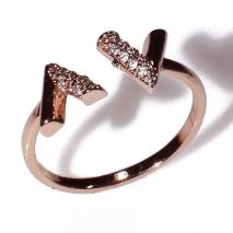 Δαχτυλίδι φο μπιζού ορείχαλκος σχέδιο V με λευκούς κρυστάλλους σε ροζ χρυσό χρώμα BZ-RG-00442 Εικόνα 2