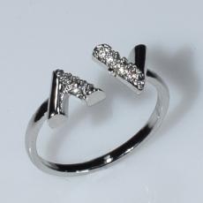 Δαχτυλίδι φο μπιζού ορείχαλκος σχέδιο V με λευκούς κρυστάλλους σε ασημί χρώμα BZ-RG-00443 Εικόνα 2