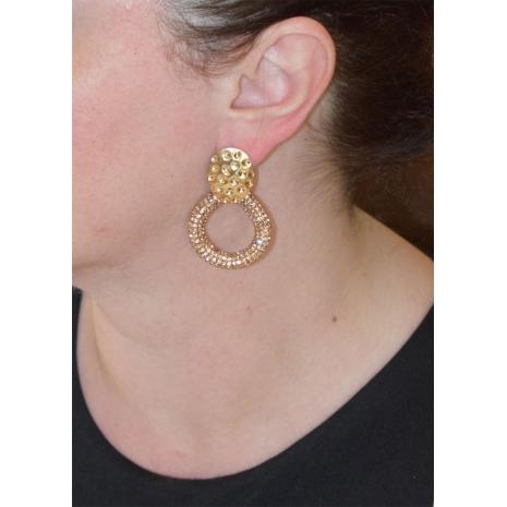 Σκουλαρίκια φο μπιζού μακριά δάκρυ με κρυστάλλους σε απαλό χρυσό χρώμα BZ-ER-00461 εικόνα 2